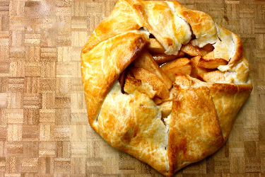 Feathered Pipe Kitchen: Rustic Apple Pie